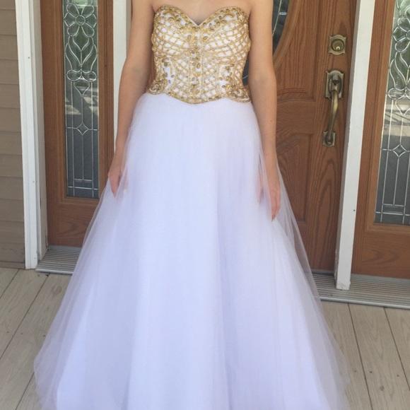 Dresses & Skirts - White Prom dress size 4 corset back